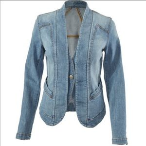 CAbi Manhattan Beach Jeanie denim jacket